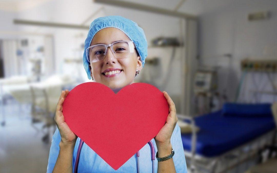 Enfermeros y enfermeras, profesionales imprescindibles en la lucha contra la COVID-19