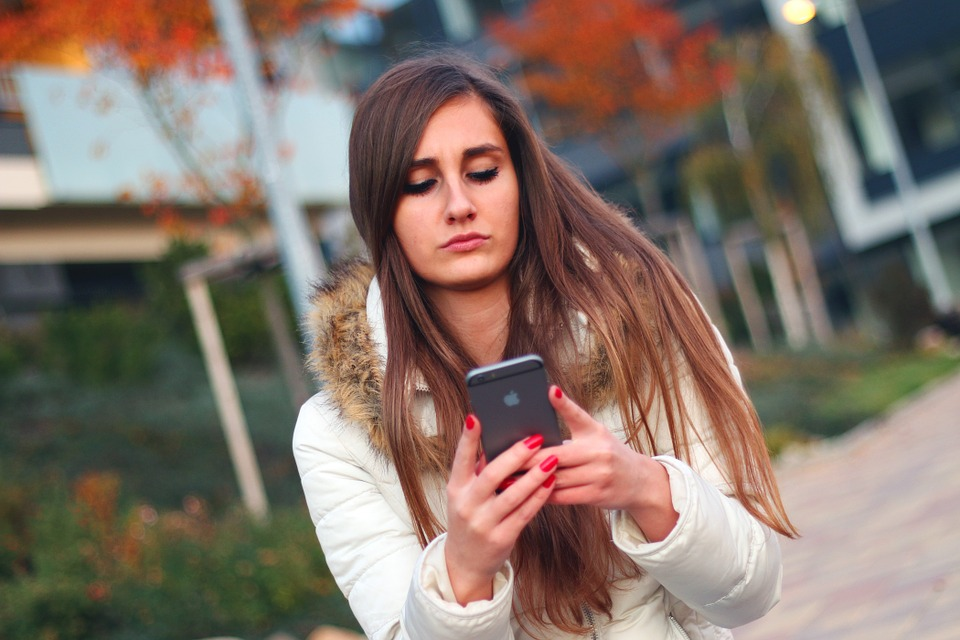 Cómo saber si mi hijo es adicto al teléfono móvil