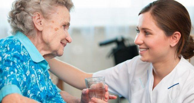 La sociedad envejece, ¿por qué estudiar un curso de auxiliar de enfermería?